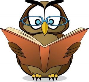 hibou-avec-des-lunettes-lisant-un-livre